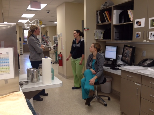 A pre-surgery pep talk between Dr. Doering, Dr. Kloer, and Brittany.